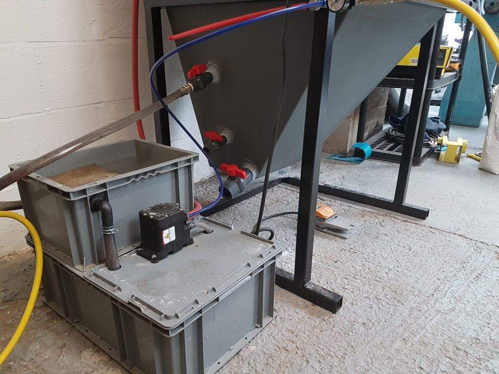 Vapour blasting recycle system